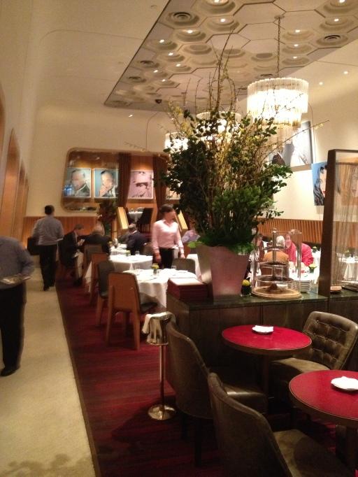 casa lever, new york, park avenue, italian restaurant, lever house, the best dress up